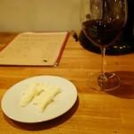 APE - お通しとグラスワイン
