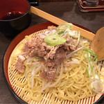 万代 - 牛ざるらーめん 730円。