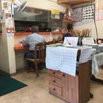 白龍 - 店内の雰囲気は、地元の方とお店のかたが、お話しながらゆったりした雰囲気。