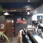 神戸 鉄飯屋 - 入ってすぐの一人用?カウンターが両サイドに・・・