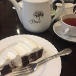67431086 - アッサムとチョコレートケーキ