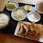 東留 本店 - 料理写真:浜松餃子の定食です。8ヶ、10ヶ、12ヶの中からどうぞ。