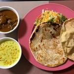 スリランカカリーの店 アンマー・カリヤ - ポーク(ハーフ) 日替り野菜(ハーフ) ロティセット