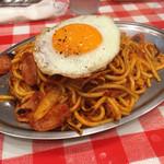スパゲッティーのパンチョ - ナポリタン目玉焼き740円