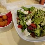 肉屋のイタリア酒場 Mario - ニョッキのフリットとサラダ