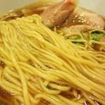 67442585 - 麺は『支那そばや』@戸塚から仕入れた、佐野実氏の最後の形見でもある横山製粉の国産小麦『紬』等で特注した18番ストレート麺