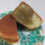 千石焼 - うぐいすあん、こちらはグリーンピースを使った餡子を使ってあります。  回転焼以外にもわらび餅等季節の和菓子がたくさんありますよ。