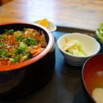 丸保寿し - 料理写真:ちらし鮭いくら丼(\770税込み)