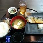 小鍋居酒屋 三二五 - 日替り(これに小鉢3品、コーヒー、菓子つき) 700円