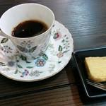 小鍋居酒屋 三二五 - 日替りのコーヒー、菓子