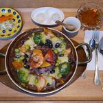 銀座カフェビストロ 森のテーブル - 野菜のデトックス薬膳酵素カレーセット