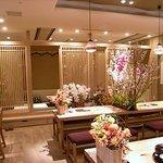 hitsumabushiwashokubinchou - 飾られた花ときれいな照明が印象的でした