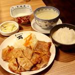 炙り牛たん 万 - 豚生姜焼き定食
