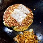 大江の里 - 料理写真:お好み焼きブタ 焼きそばブタ