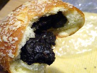 ドドさんのパン屋さん - 牛すじ黒カレーパン150円