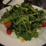 湘南の魚とワインの店 ヒラツカ - 新鮮ハーブのデトックスサラダ