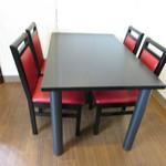 香水 -xiang shui- - 内観:テーブル席