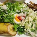 R・G カフェ - Royal Garden Cafe @板橋本町 ランチ 黒麻婆豆腐に添えられるサラダ・金平牛蒡・パスタ・デザートのバナナ