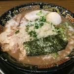 無鉄砲  - とんこつラーメン半熟味玉入(850円)