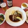 桜ヶ丘カントリークラブ - 料理写真:仔牛のカツレツ1,728円と中瓶ビール648円(共に税込)