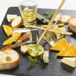 世界各国のチーズの盛り合わせ