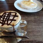 ポーズ - カフェモカとロールケーキ