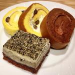 デリス - ロールケーキ&黒ごまのケーキ