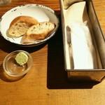 67494113 - まずパンがきた!