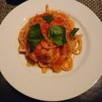 happy dining cLover - トマトとモッツァレラのパスタ