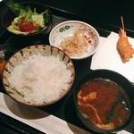67496322 - 串揚げランチ 税込@1,000円 の串揚げ以外のお料理はこんな感じ。赤出汁もサラダもどれもさすがは高級店の味わい。