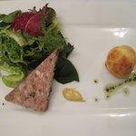 クレープリー・アルション - ポークパテとシュー生地に詰めたスモークサーモンのムース