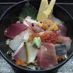 いづみや - すご~い!海鮮ちらし丼