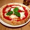 """ビッレリア&ピッツェリア ルーチェ - 料理写真:""""マルゲリータ""""。直径20センチ強。8等分にカットされている。"""