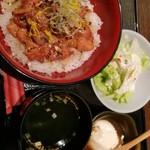 67518288 - 鶏うま煮丼 880円