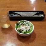 もつ焼き いしん - 前菜のサラダ