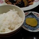 もつ焼き いしん - ご飯は小さ目な茶碗