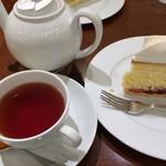 ハーブス - 紅茶は蒸らしてから持ってきてくださいます。