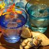 島たいむ がんじゅう - ドリンク写真:鮮やかな琉球グラスで飲むお酒は格別!!