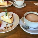 オルガンカフェ - 料理写真:チーズケーキとココア