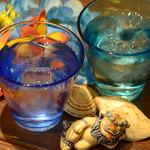 島たいむ がんじゅう - 鮮やかな琉球グラスで飲むお酒は格別!!