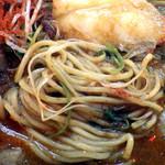 67523001 - 辛口炙り肉ソバ『味噌』(麺のアップ)
