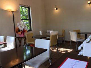 ミカンカフェ - 飲食スペースは落ち着いたムードで、とても良いです。