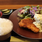 67531369 - 白身魚フライ定食860円