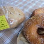 cafe ネンリン - お土産の「ドーナツ2種類・胚芽入りのパン