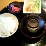 67533653 - 「ご飯・味噌汁・漬物・サラダ」セット