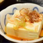サングリア - 煮込みハンバーグ定食の小鉢は、冷奴
