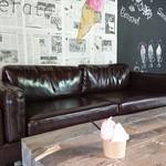 ディージェラート - お洒落なカフェのような2階ソファー席