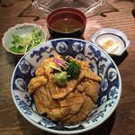 よね家 - よね家(東京都中央区日本橋蠣殻町)とりわさ丼(昼食時のみ)並 920円