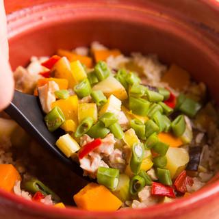 ふっくら土鍋ご飯に味濃い朝倉野菜と柔らか古処鶏(こしょどり)