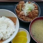 もつ煮 太郎 - もつ煮定食(ご飯少なめ)